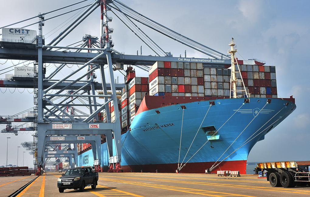 'Siêu tàu' container cập Cảng quốc tế Cái Mép